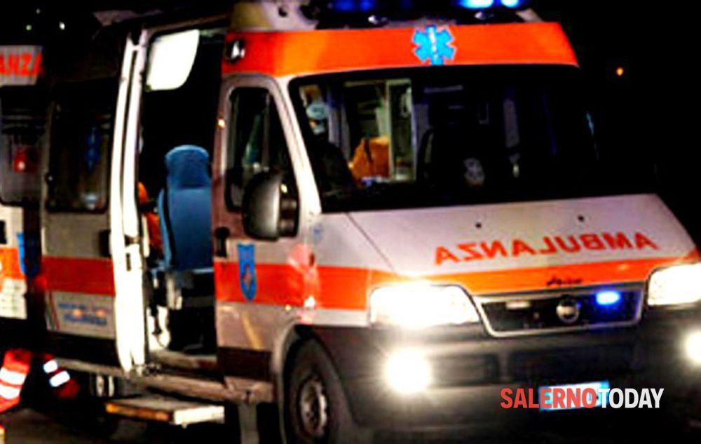 Incidente a Pontecagnano, auto sbanda e finisce contro un muro: un ferito