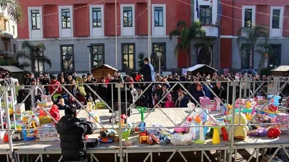 """Choc alla """"Festa della Befana"""" a Battipaglia, balordi rubano giocattoli per bambini"""