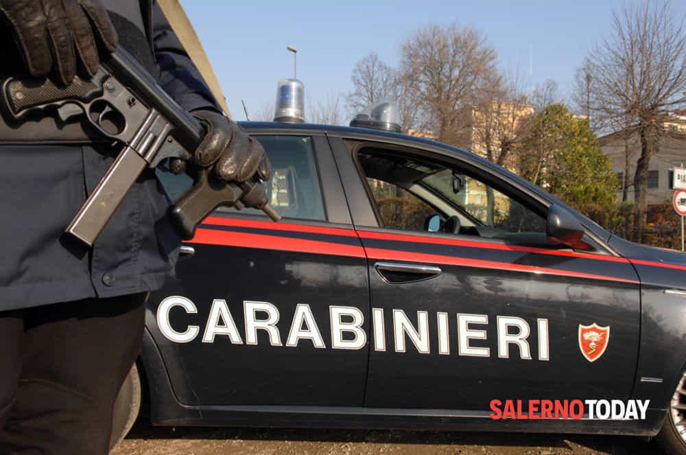 Ladri in giro per Pontecagnano, vedono i carabinieri e si danno alla fuga