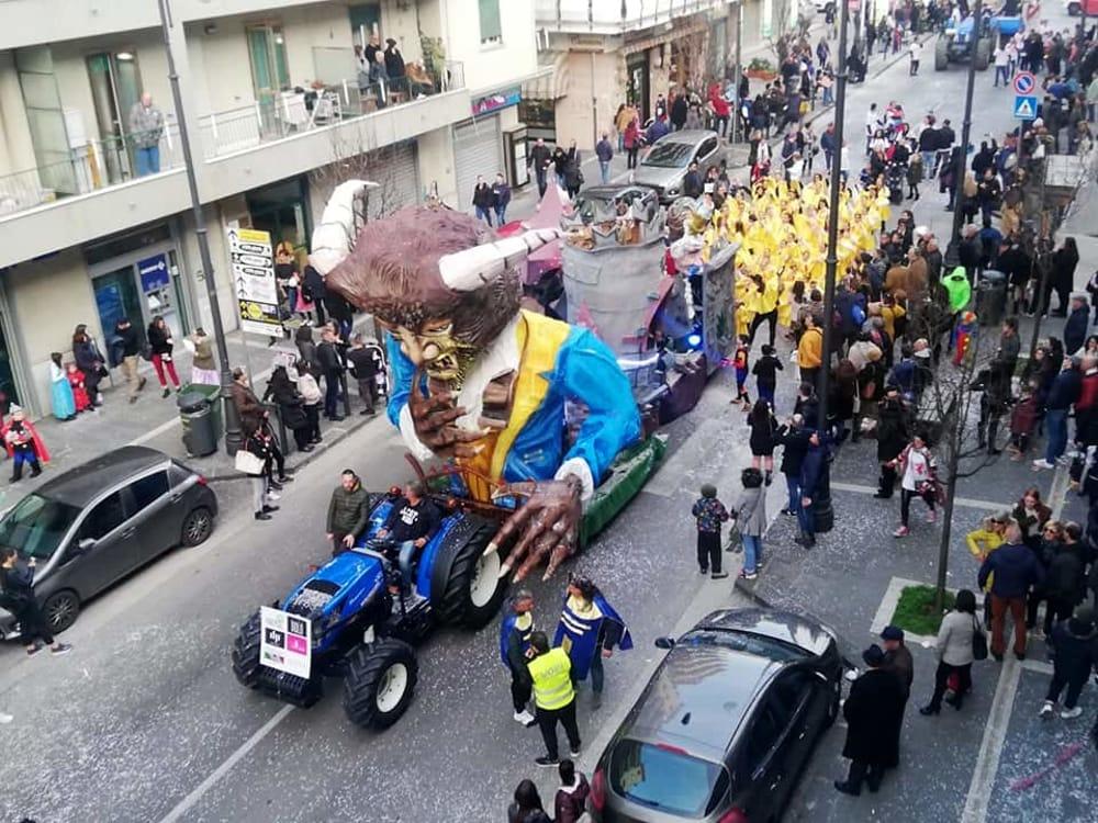 Colori e allegria con i carri a Pontecagnano, nuovo appuntamento a Carnevale