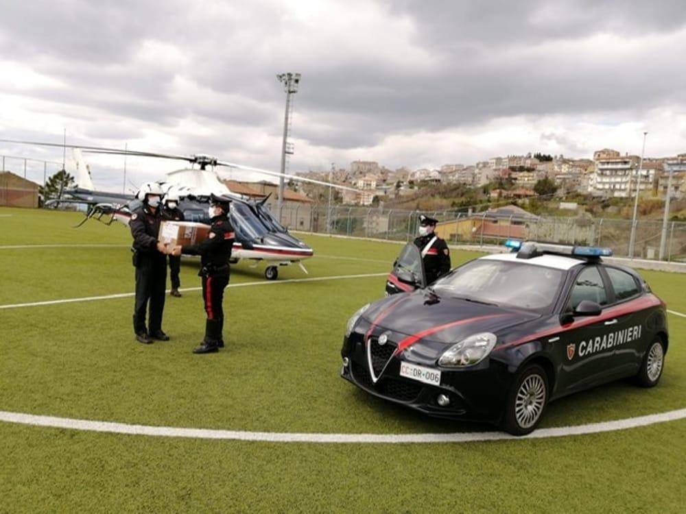 Covid-19, i carabinieri volano a Caggiano per consegnare apparecchi sanitari