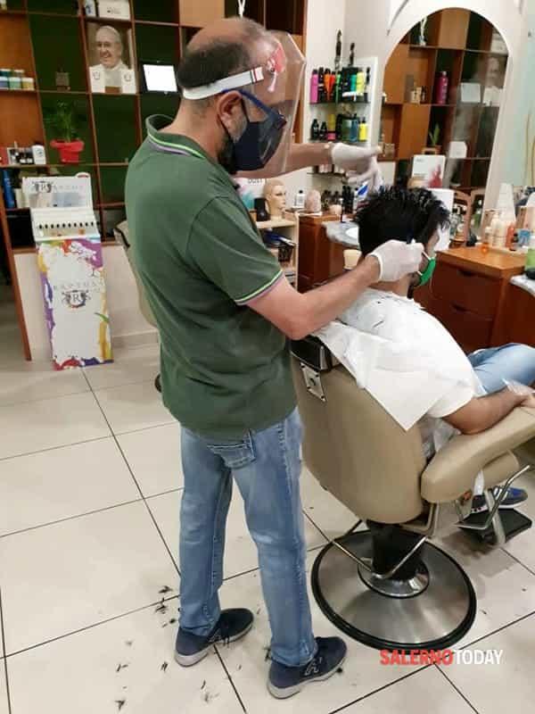 Post-Covid/La cura di sè ai tempi della ripresa: la vanità non è solo donna, viaggio tra i barbieri