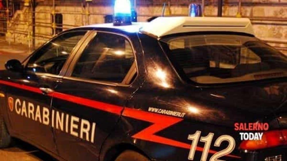 Pesta la sorella e tenta di strangolare il padre: arrestato a Montecorvino