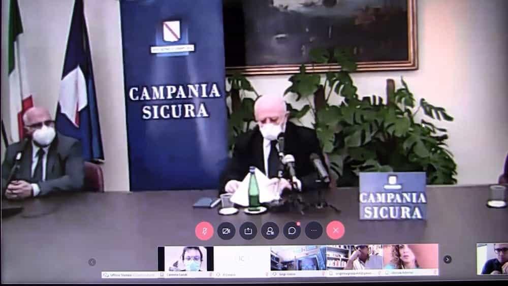 Videoconferenza di De Luca, giornalisti tagliati fuori: l'ira di Ordine e Sindacato