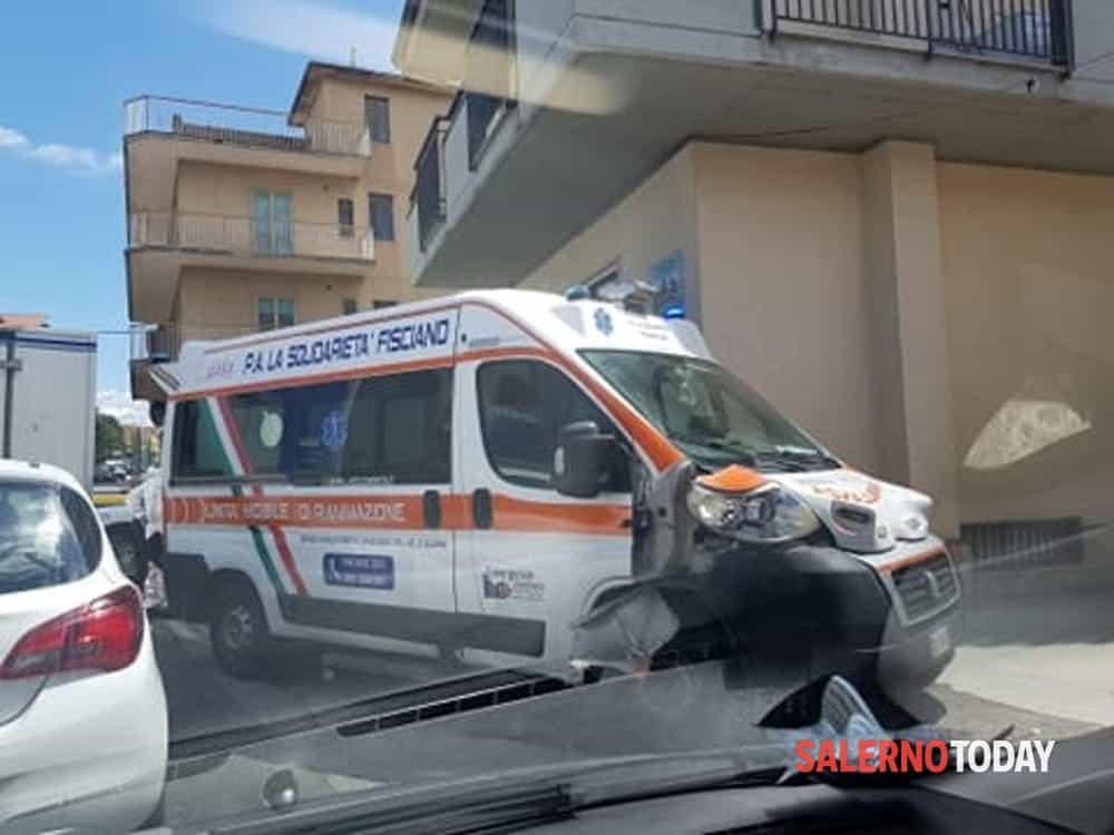 Incidente a Mercato San Severino: coinvolte ambulanza e auto