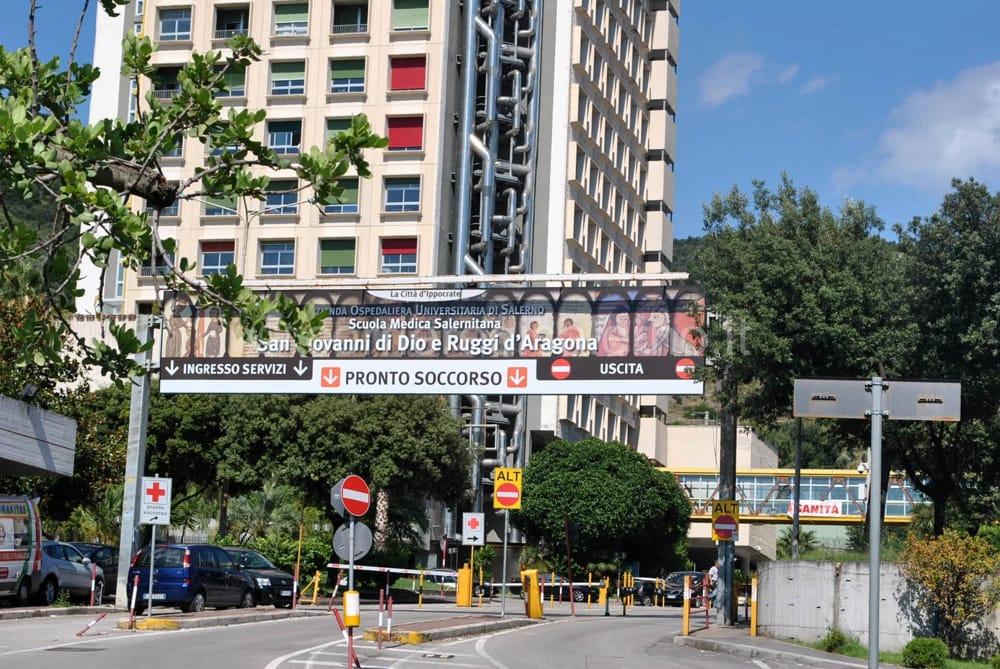 Colto da malore mentre passeggia: soccorso straniero a Salerno