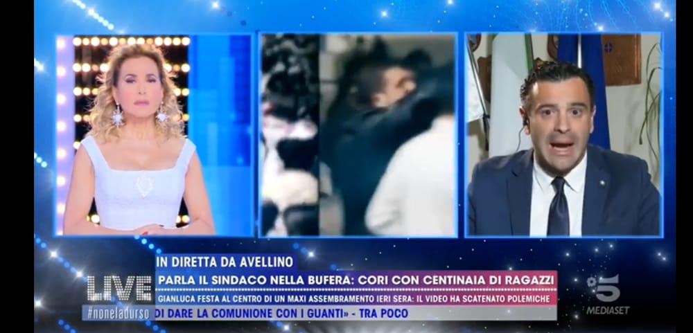 """Cori e assembramenti ad Avellino, il sindaco dalla D'Urso: """"Ho placato gli animi"""""""