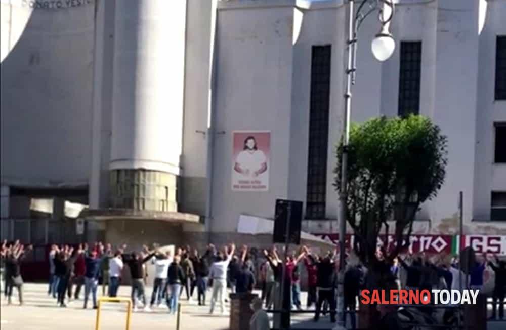 """Salernitana, dopo il lockdown gli ultras rendono omaggio al """"Siberiano"""""""