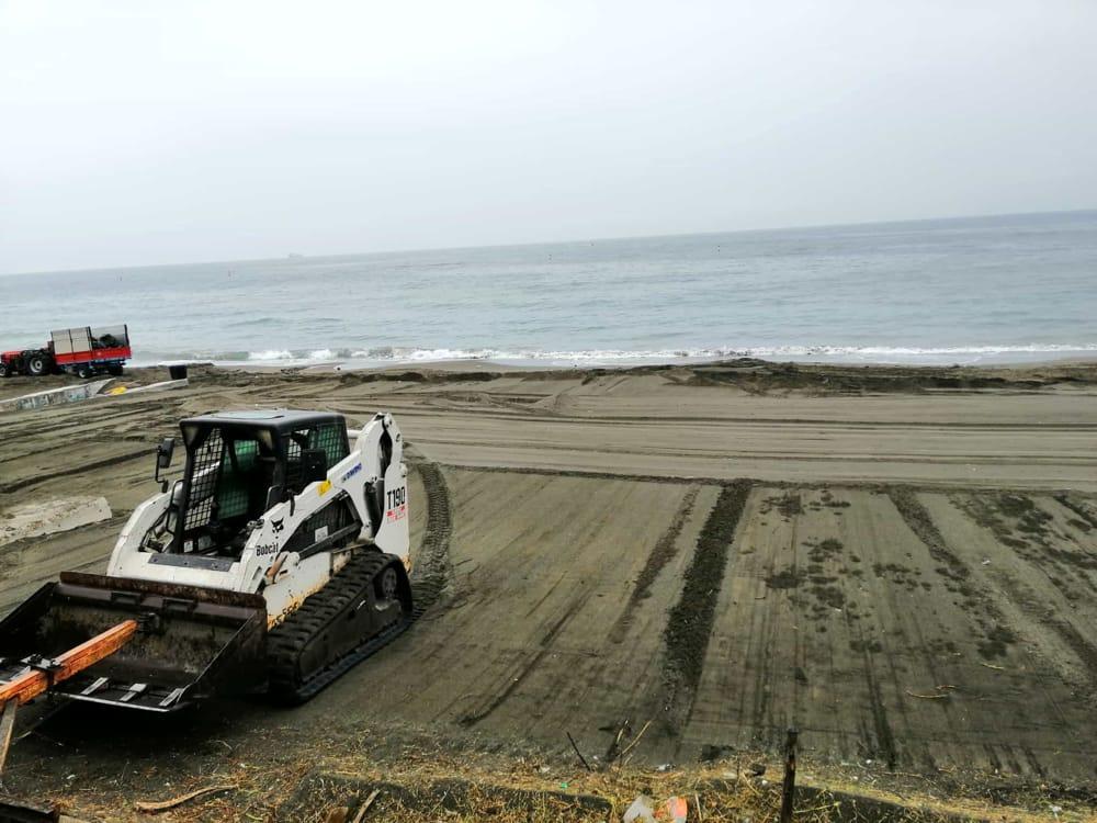 Fase 2 a Salerno, prosegue la pulizia delle spiagge cittadine