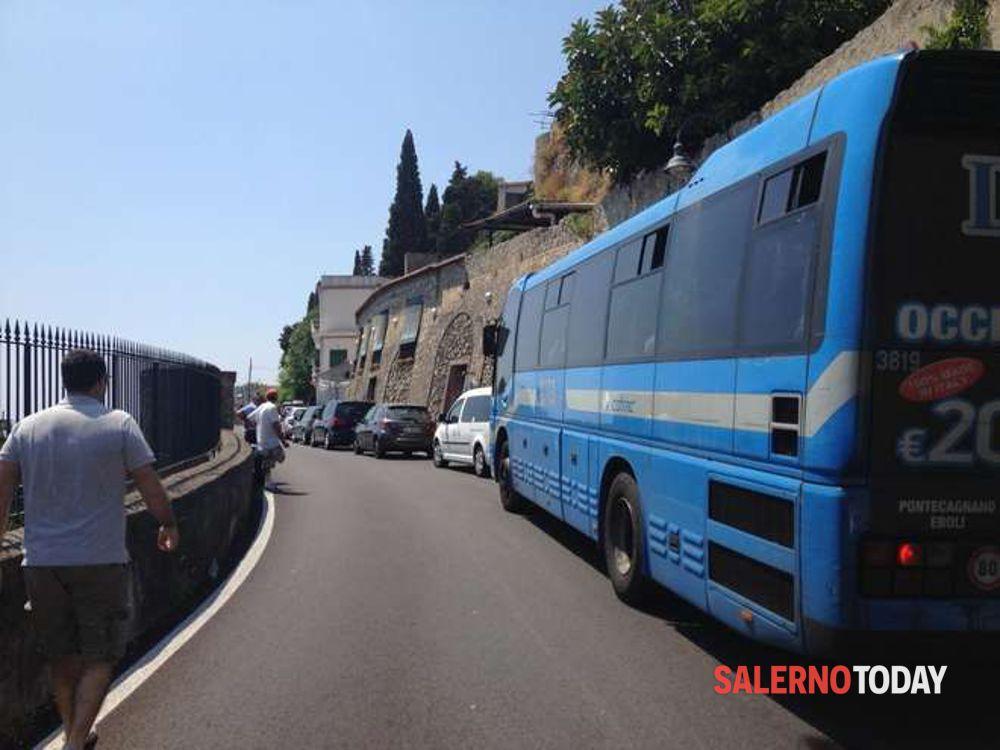 Incidente tra moto e bus in Costiera Amalfitana: grave 25enne