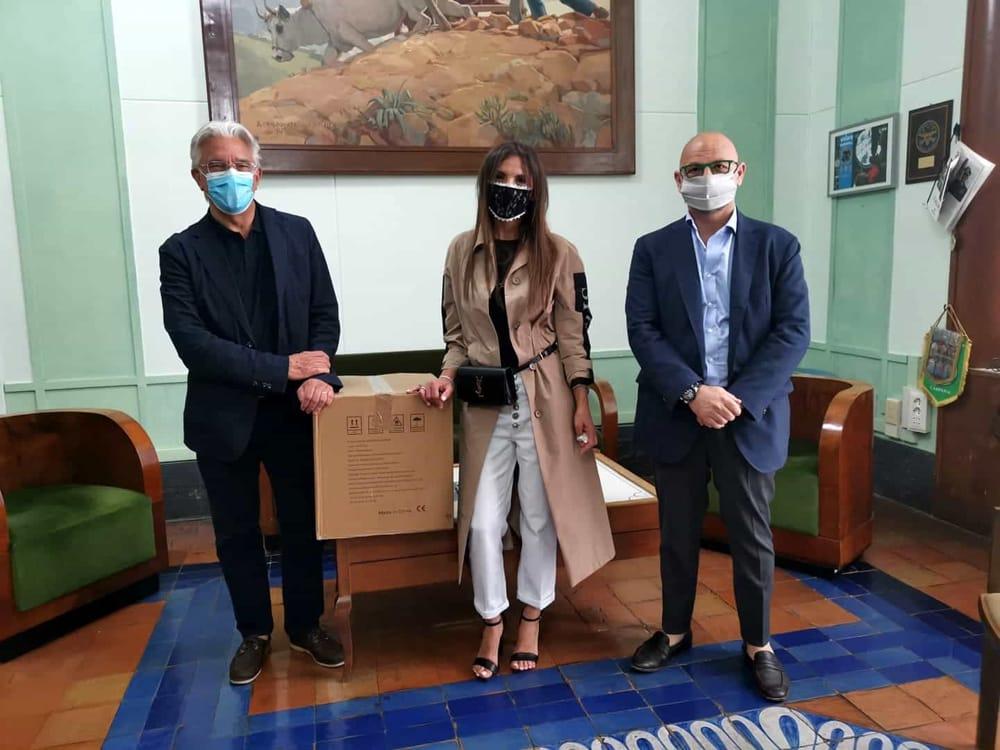Fase 3, imprenditrice salernitana dona mille mascherine al Comune