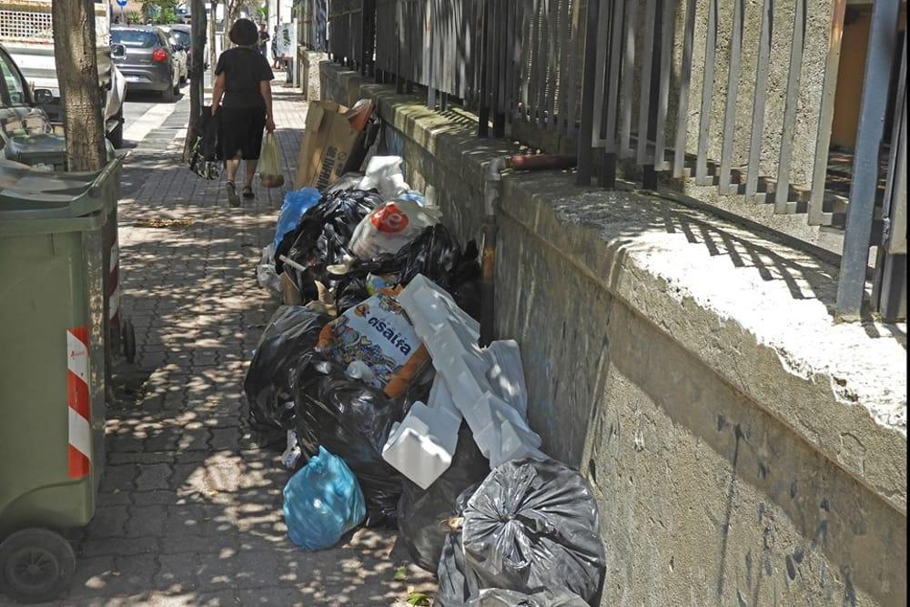 Mancato ritiro della raccolta differenziata a Torrione: la segnalazione