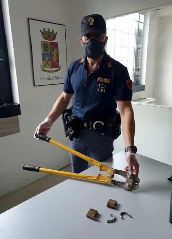 Da Salerno a Verona per rubare: spezza i lucchetti dei garage, ma il rumore lo tradisce
