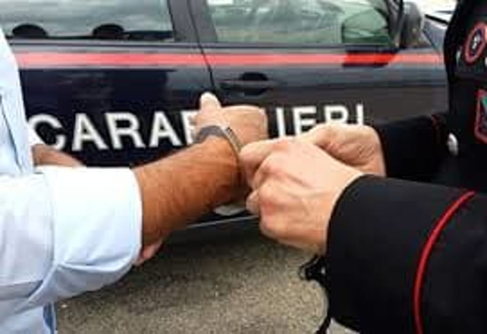 Rapina in un negozio: arrestato il colpevole in poche ore