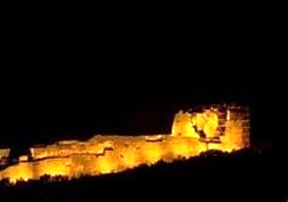 Post Covid/ Passione e mascherine: castello e Comune illuminati per il compleanno granata
