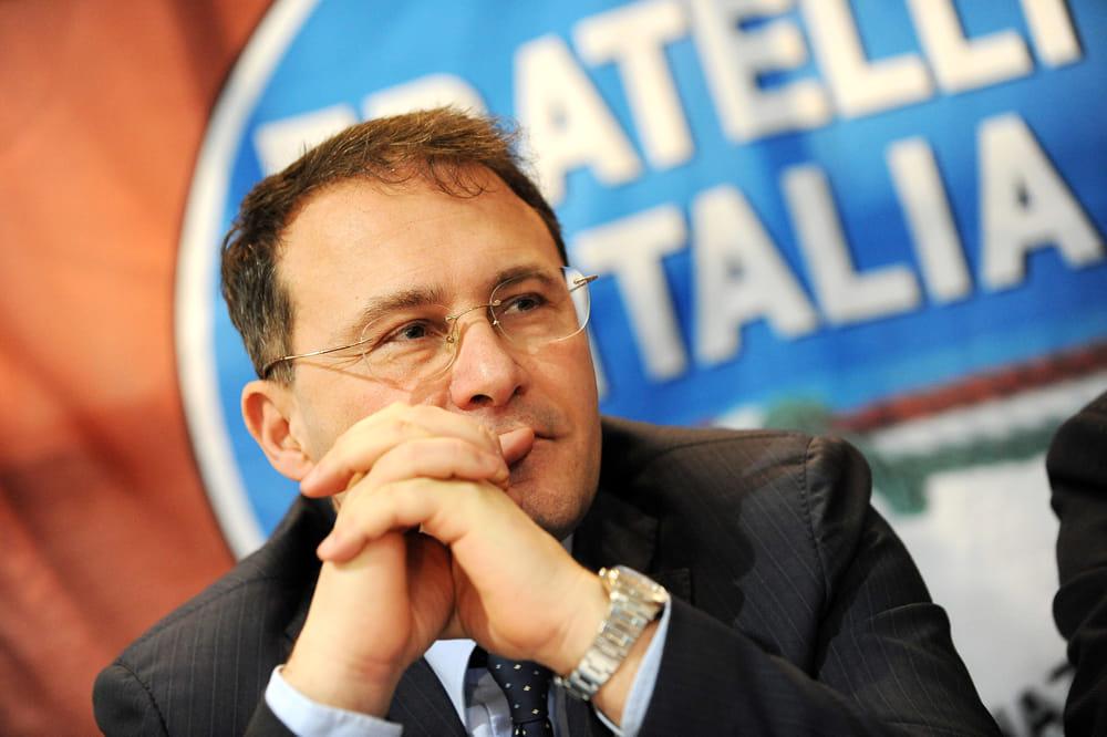 """Aggressione in carcere, la proposta di Cirielli: """"Subito i taser alla polizia"""""""