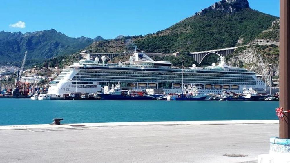 Fase 3 a Salerno, 70 navi da crociera cancellano le prenotazioni al porto