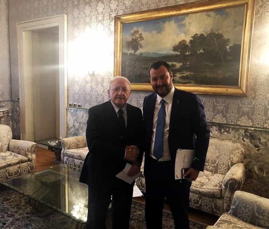 """""""Fondoschiena usurato"""" di Salvini, De Luca precisa: """"Mi riferivo al fattore C"""""""
