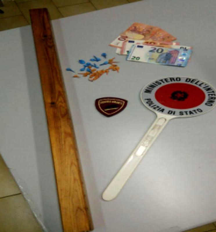 A spasso con cocaina e un bastone: arrestato spacciatore salernitano