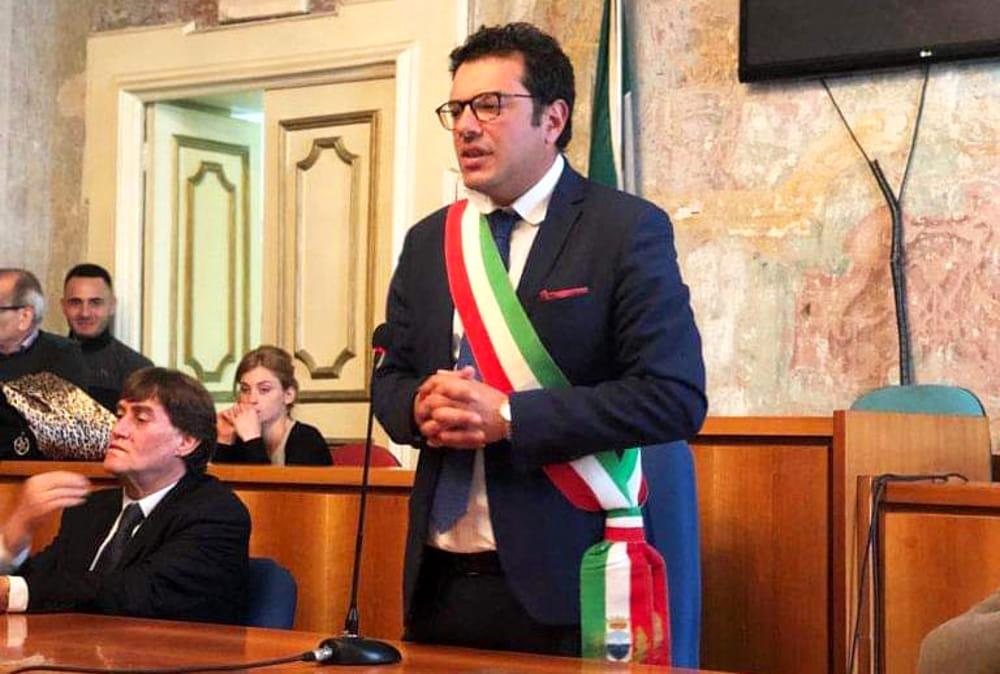 Boom di presenze a Vietri: il sindaco chiude le spiagge libere