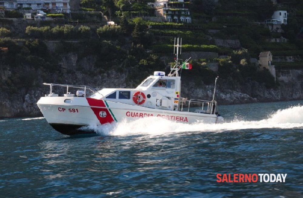 Imbarcazione si capovolge in mare: salvato diportista ad Acciaroli