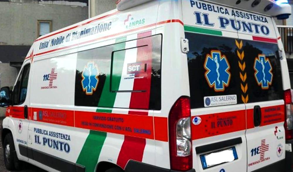 Incidente a Mercato San Severino, donna cade dallo scooter e finisce in ospedale