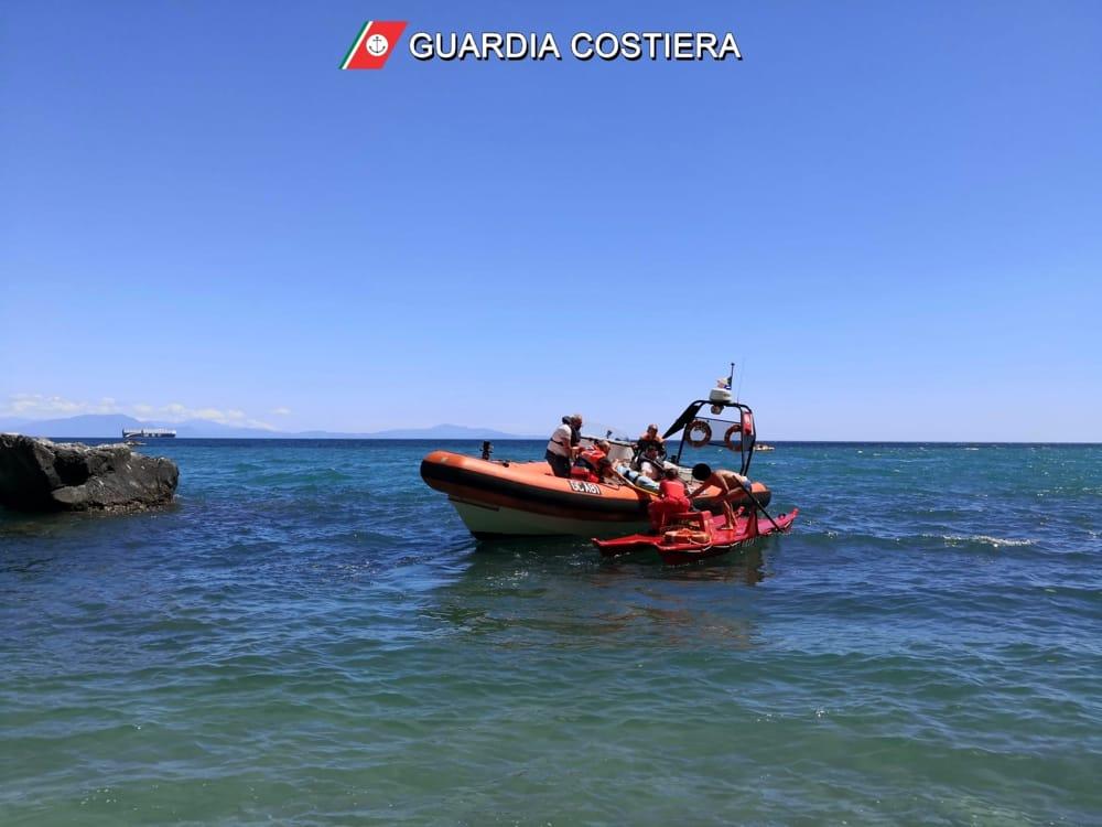 Colto da malore sulla spiaggia: soccorso giovane bagnante a Vietri