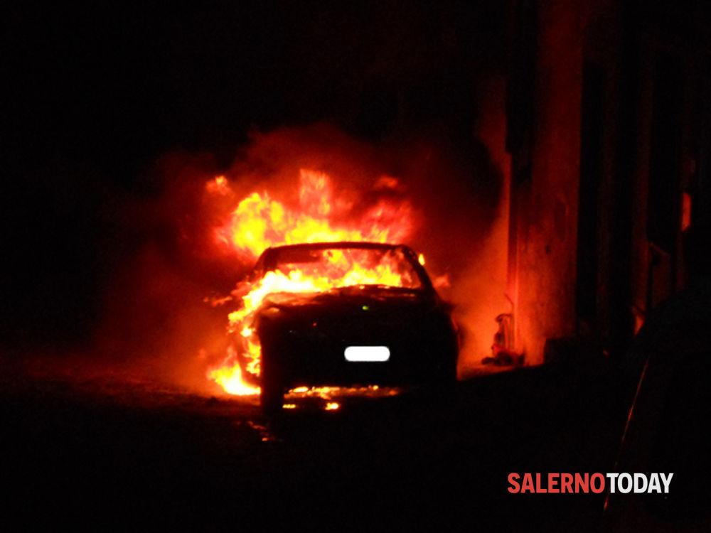 Castelnuovo, vandali cercano di fare fuoco ad un'auto: si indaga