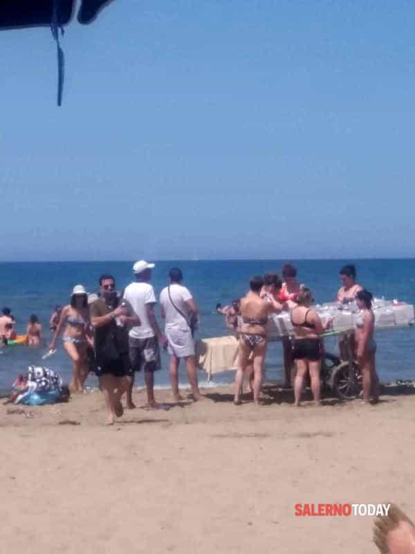 Assalto agli ambulanti sulle spiagge a Licinella, in barba alle norme anti-Covid e a chi le rispetta