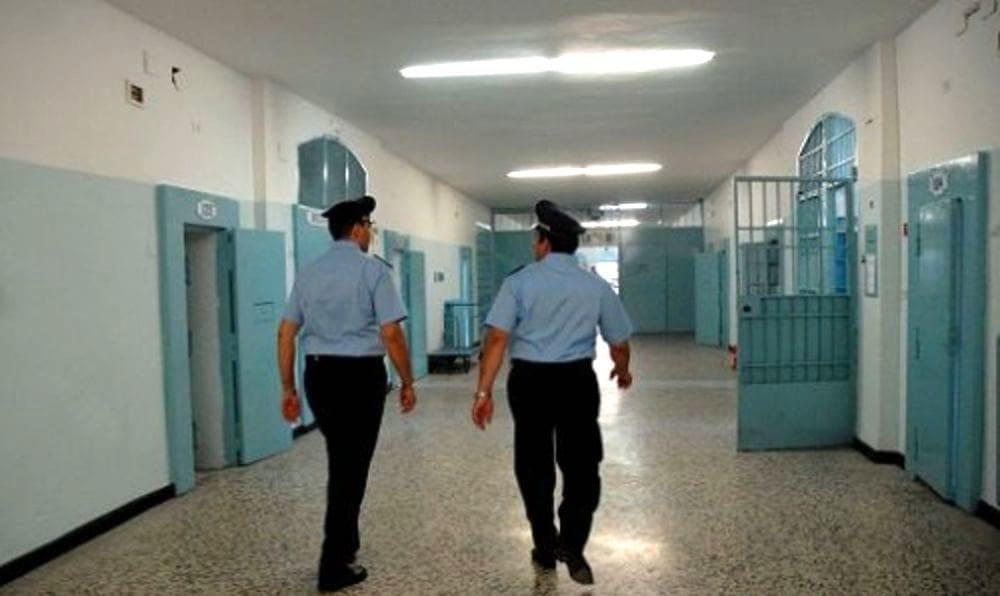 Carcere di Salerno, detenuto aggredisce poliziotto: l'ira dell'Uspp
