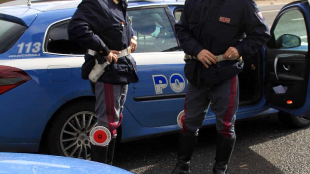 Incidente tra uno scooter e un furgoncino, a Salerno: 2 feriti