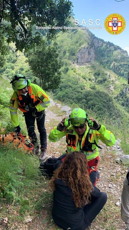 Colta da malore sul sentiero in Costiera Amalfitana: ragazza salvata dal Soccorso Alpino