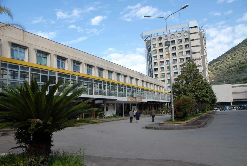 Salerno, la Carisal dona nuove attrezzature sanitarie al Ruggi