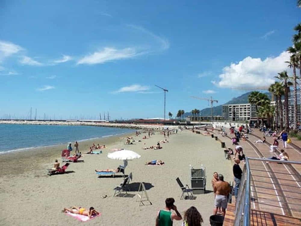 Spiagge libere a Salerno, stop al piano del Comune: ecco le nuove regole