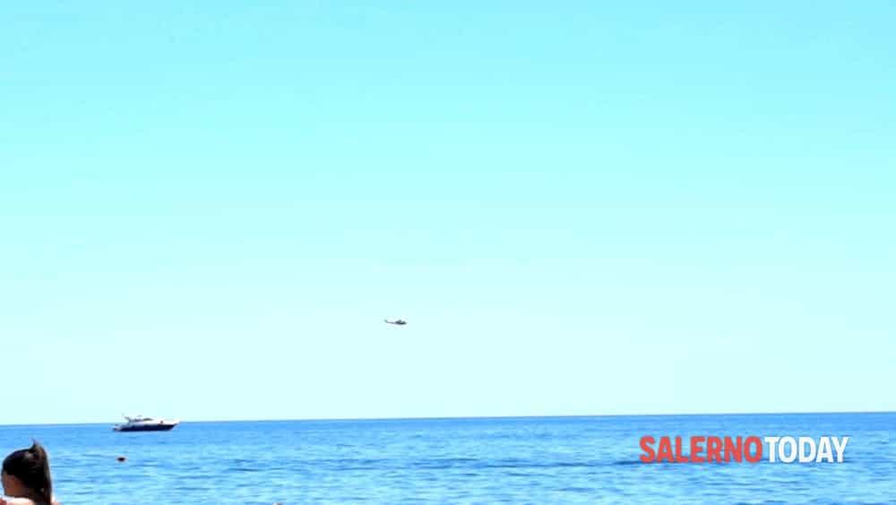 Salerno, elicottero salva persone in mare aperto: l'intervento