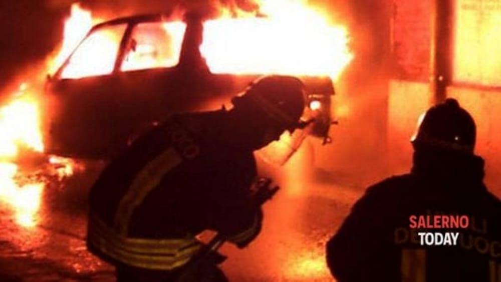 Sicignano, incendiata l'auto di un dipendente del Comune: si indaga