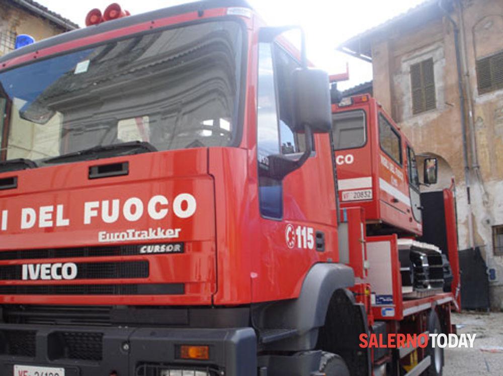 Incendio in un appartamento a Pastena: corrono i vigili del fuoco