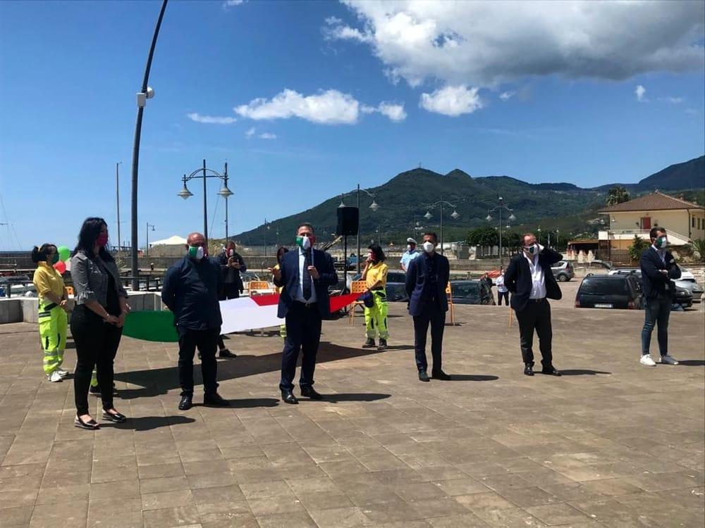 Flash mob di Fratelli d'Italia a Santa Marina: i messaggi di Cirielli e Iannone