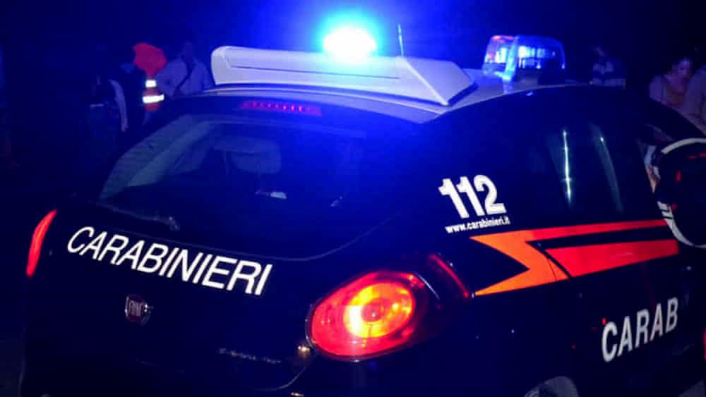 Prende a sassate i carabinieri: fermato uno straniero a Nocera Superiore