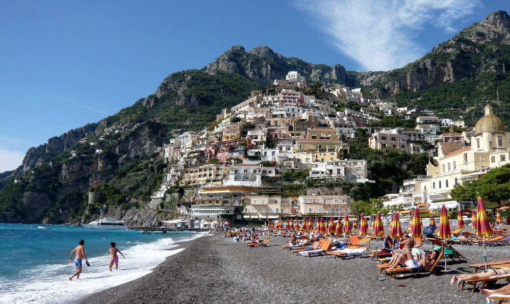 """""""Azione giovani"""" ad Amalfi: riparte il corso per accompagnatore turistico teatrale"""