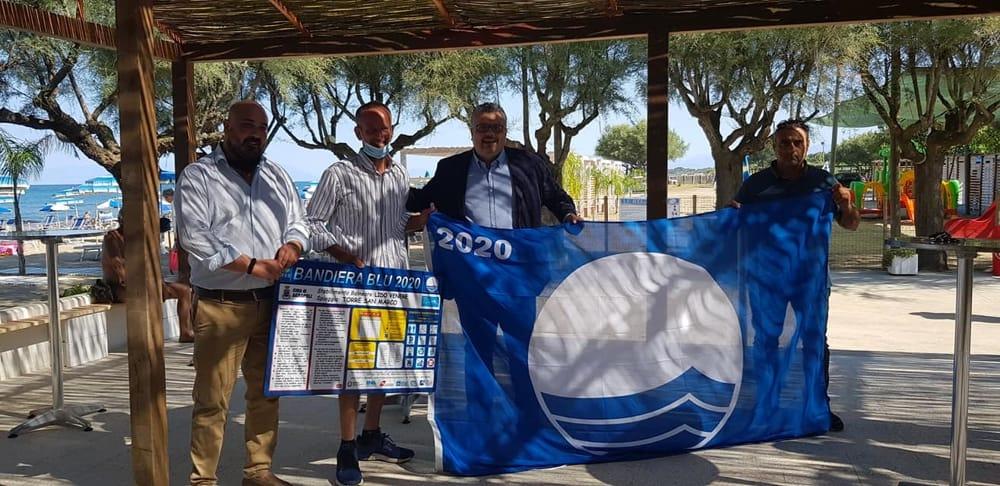 Estate 2020, consegnate le prime bandiere blu ai lidi di Agropoli