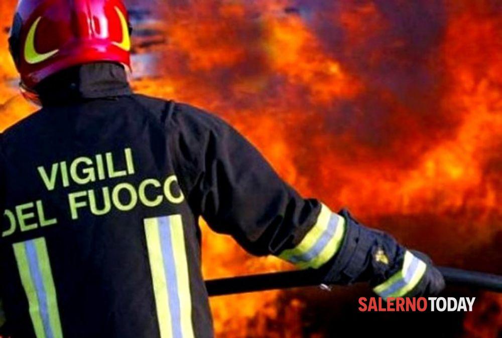 Bruciano le colline del Cilento: corrono i vigili del fuoco