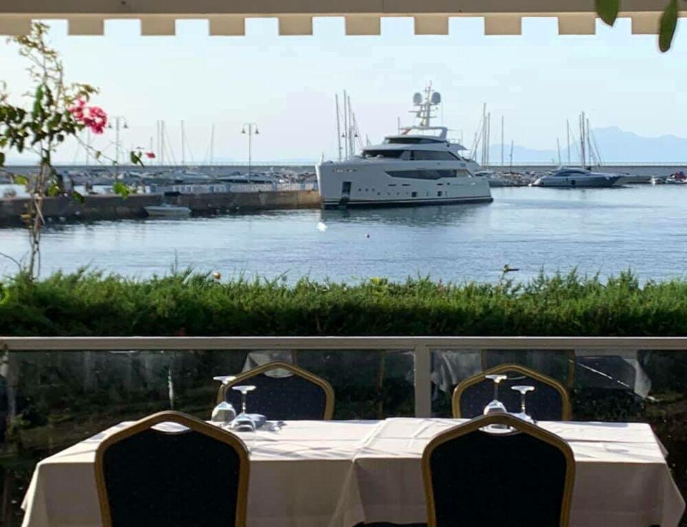 La principessa Dana Al Khalifam sbarca ad Agropoli: cena in riva al mare