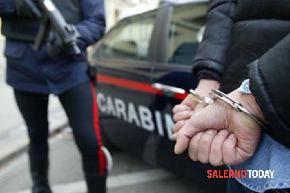 Vede i carabinieri e tenta di disfarsi della droga: arrestato pregiudicato a Mercato San Severino
