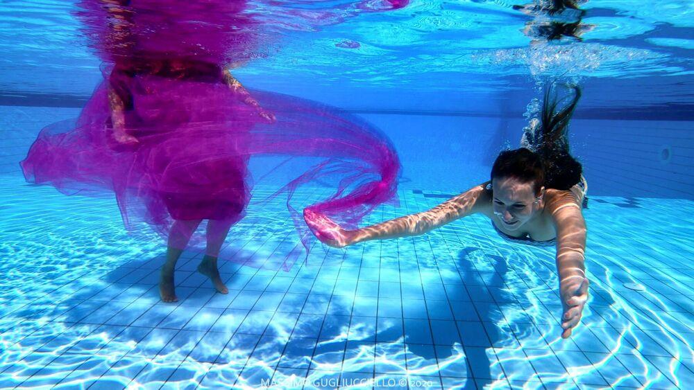 """Foto """"sott'acqua"""": la bellezza femminile negli scatti di Massimo Gugliucciello"""