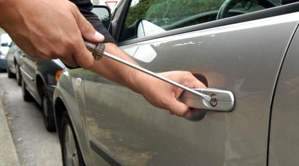 Vallo di Diano, ritrovate tre automobili rubate: è caccia ai ladri