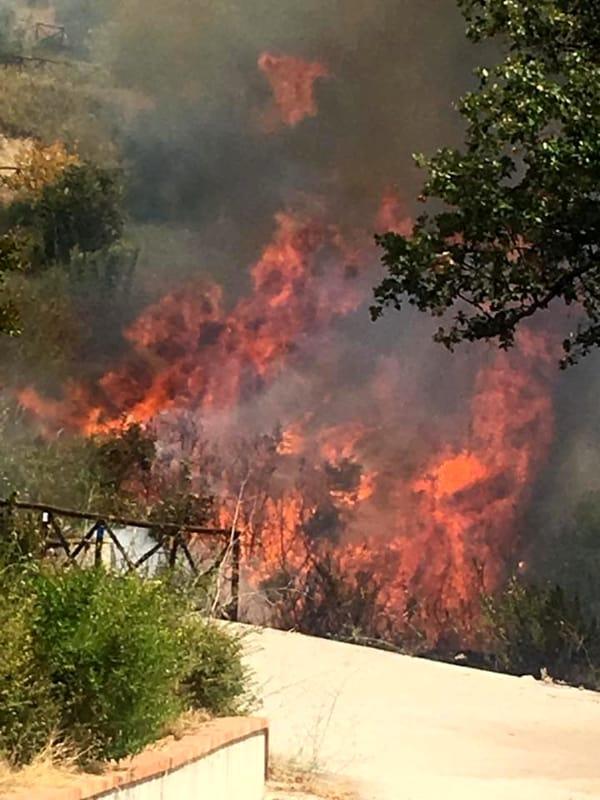 Allarme incendi a Cava de' Tirreni: piromane denunciato dai vigili