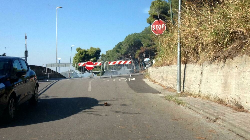 Incendi a Salerno, chiusa via Panoramica: varchi solo per i residenti