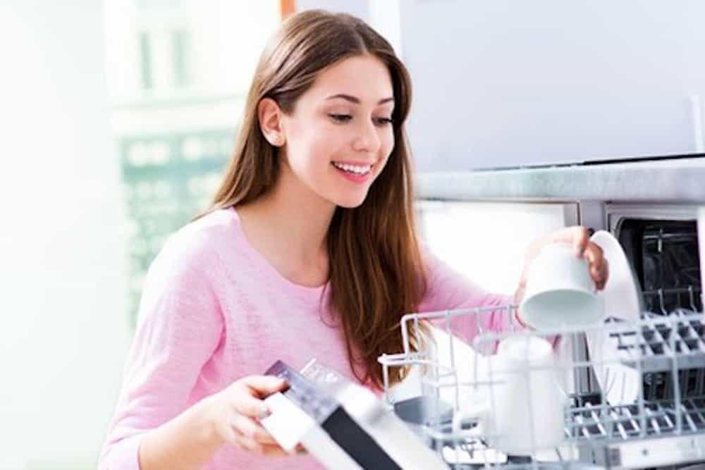 Come usare la lavastoviglie consumando poco