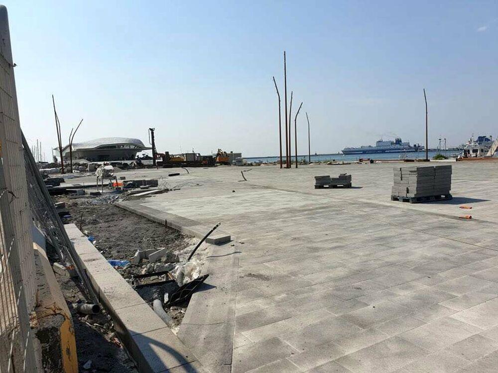 Molo Manfredi, completata la pavimentazione: i lavori continuano